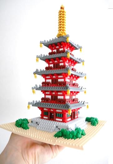 ナノブロックの五重塔の完成