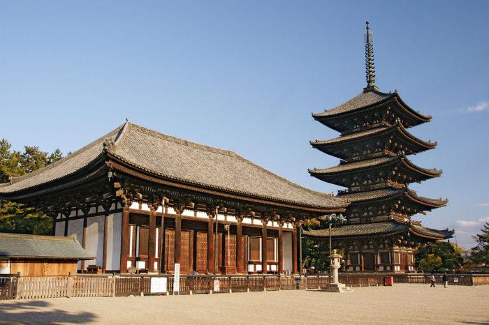 興福寺の五重塔と東金堂